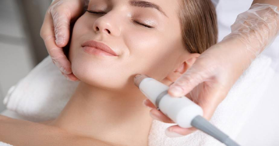 How to Use a Face Massager Machine